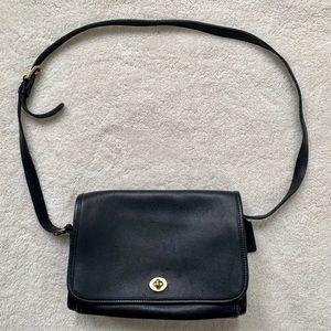 Vintage Coach black leather crossbody USA COD-9612